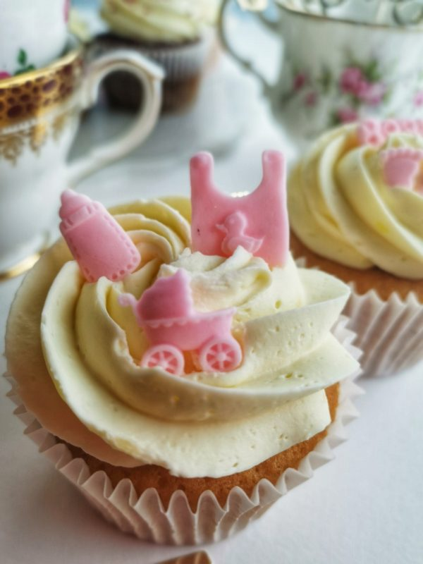 Baby shower pink girl cupcakes